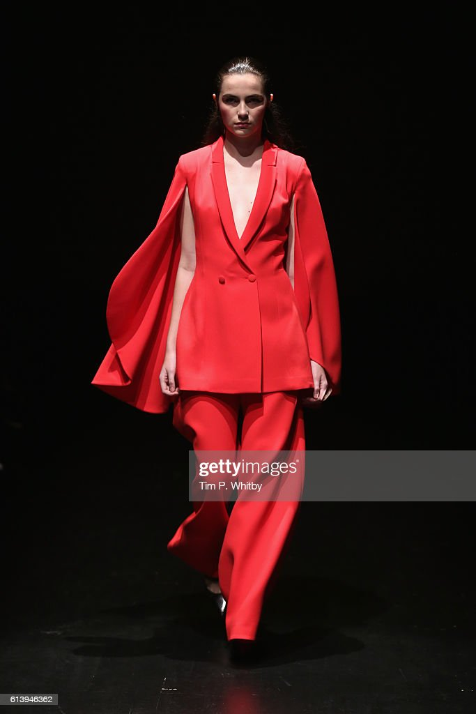 Derya Acikgoz - Runway - Mercedes-Benz Fashion Week Istanbul - October 2016 : News Photo
