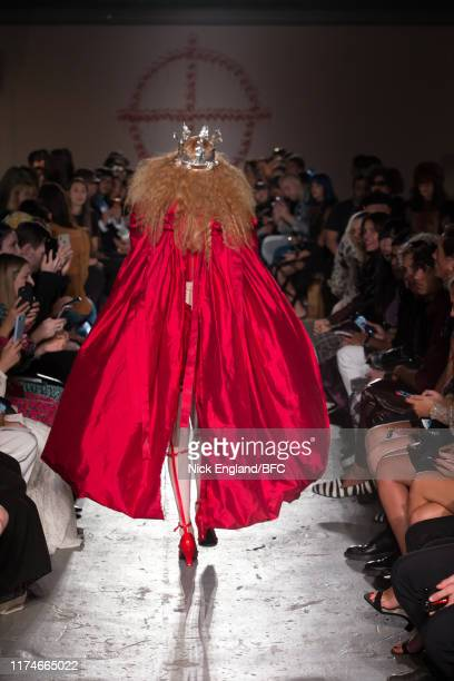 Model walks the runway at the Dilara Findikoglu Presentation during London Fashion Week September 2019 at Ambika P3 on September 14, 2019 in London,...
