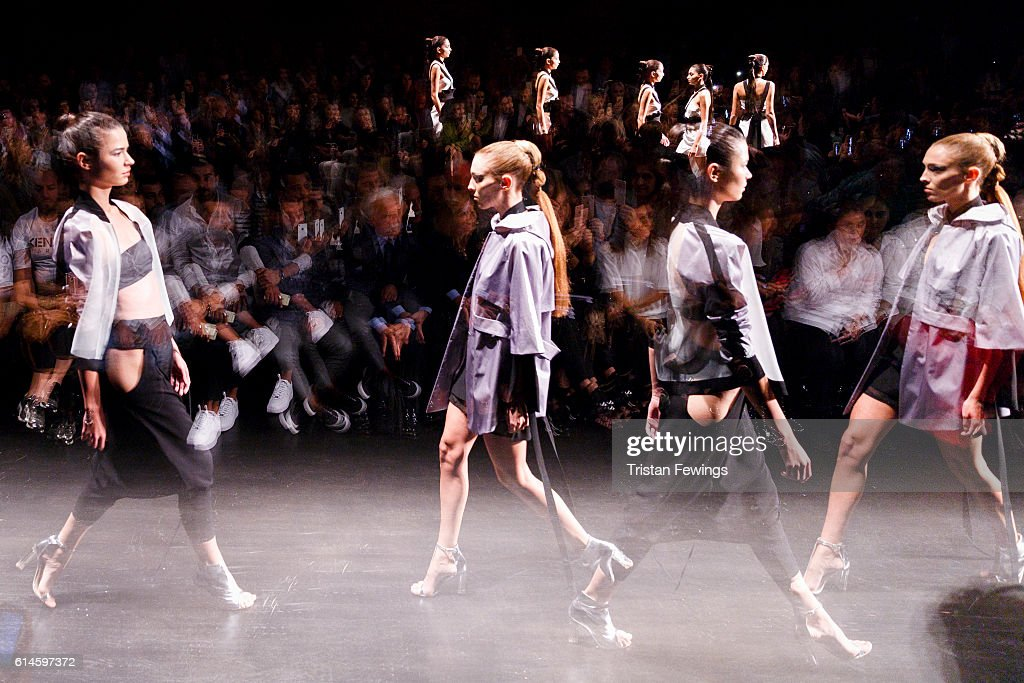 Dogay Can - Runway - Mercedes-Benz Fashion Week Istanbul - October 2016 : News Photo