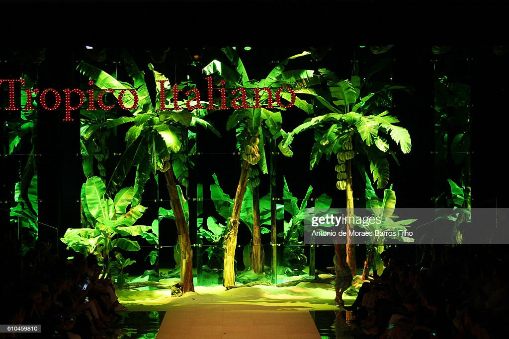 Dolce And Gabbana - Runway - Milan Fashion Week SS17 : News Photo