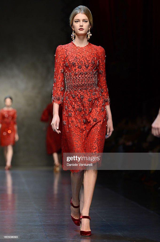 Dolce & Gabbana - Runway - MFW F/W 2013 : News Photo