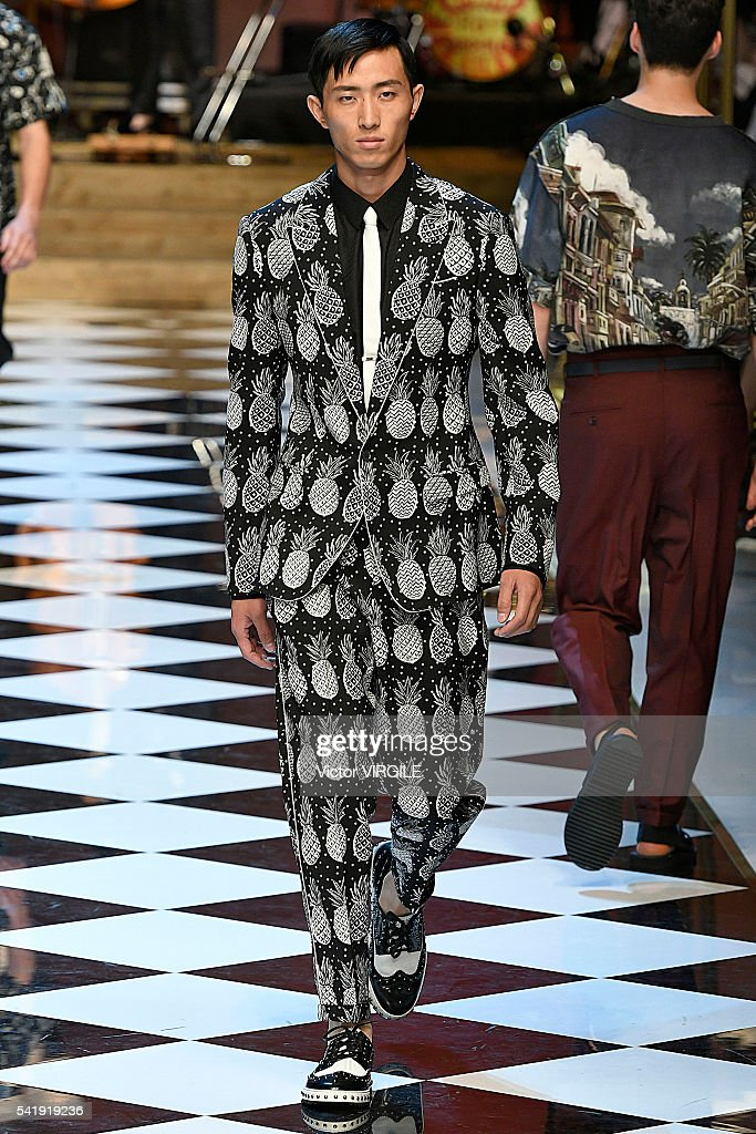 Dolce & Gabbana - Runway - Milan Men's Fashion Week SS17 : News Photo