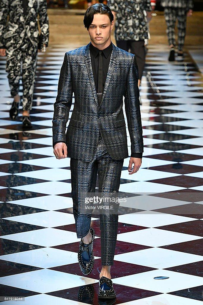 Dolce & Gabbana - Runway - Milan Men's Fashion Week SS17 : News Photo