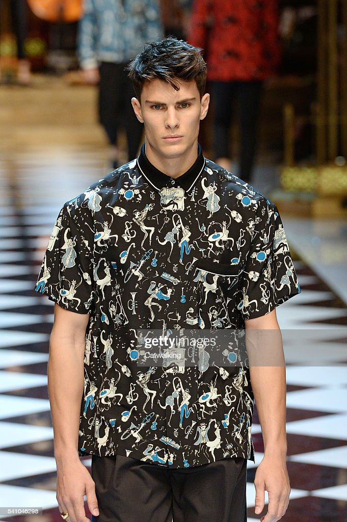 e60caf201ad20c Dolce & Gabbana - Mens Spring 2017 Runway - Milan Menswear Fashion Week :  News Photo