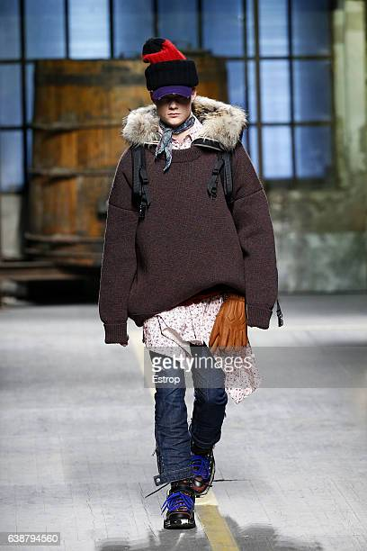 A model walks the runway at the Dsquared2 designed by Dean Caten Dan Caten show during Milan Men's Fashion Week Fall/Winter 2017/18 on January 15...