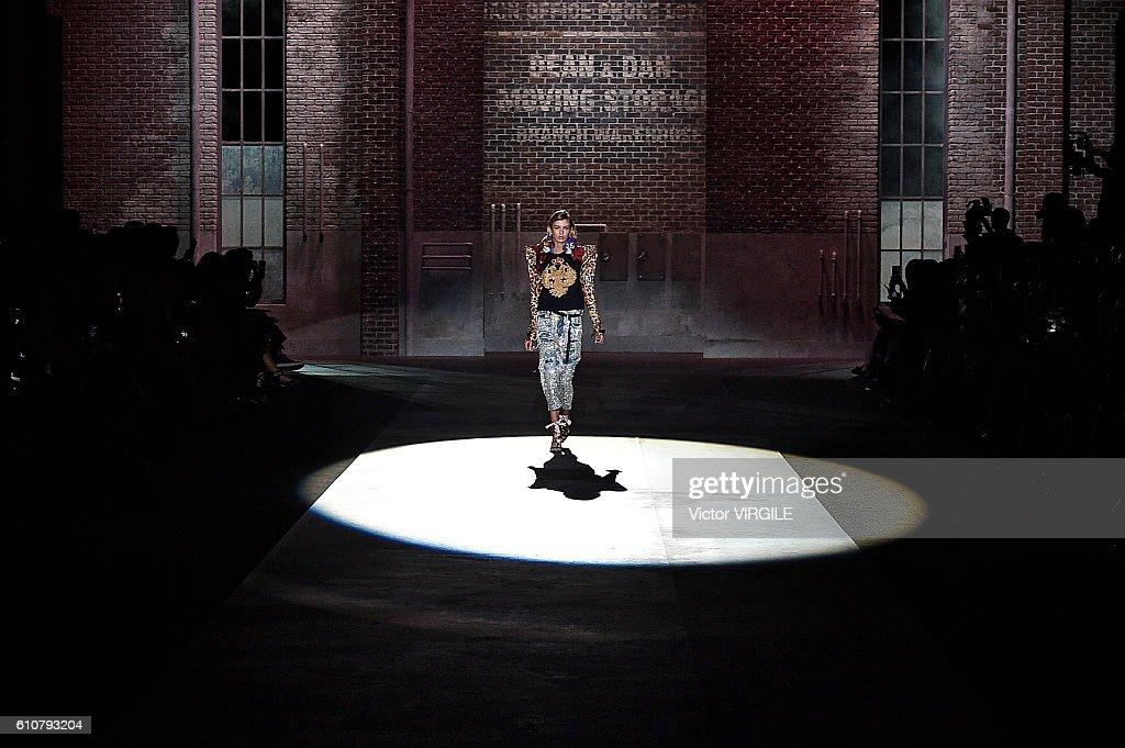 Dsquared2 - Runway - Milan Fashion Week SS17 : News Photo
