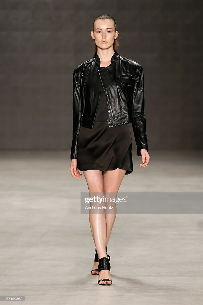 Ece Gozen: Runway - MBFWI Spring/Summer 2015 : News Photo