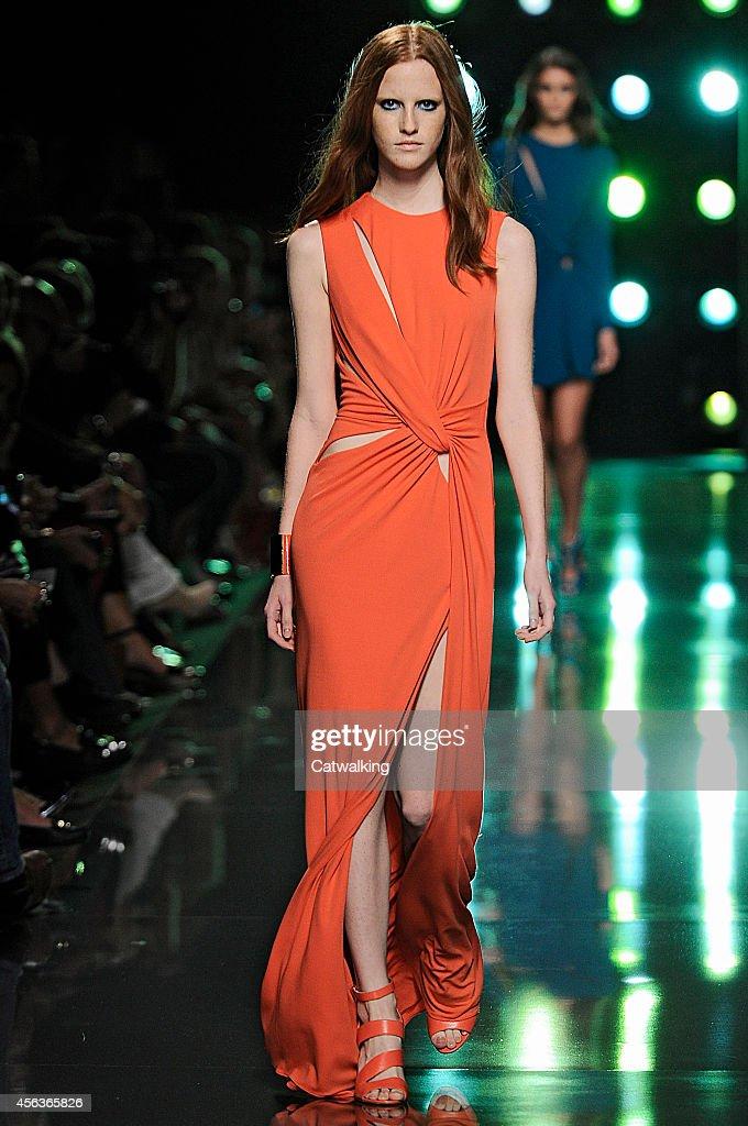 Elie Saab - Runway RTW - Spring 2015 - Paris Fashion Week : News Photo