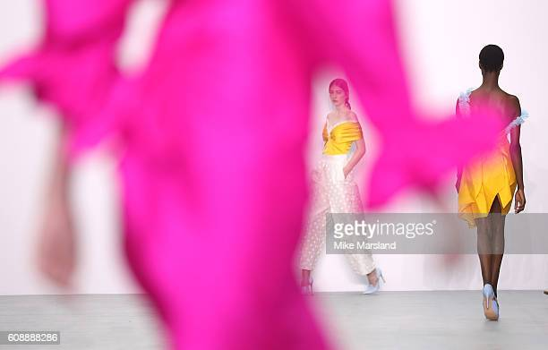A model walks the runway at the Emilio De La Morena show during London Fashion Week Spring/Summer collections 2016/2017 on September 20 2016 in...