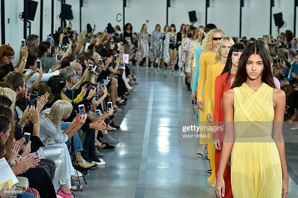 Emilio Pucci - Runway - Milan Fashion Week SS17 : News Photo
