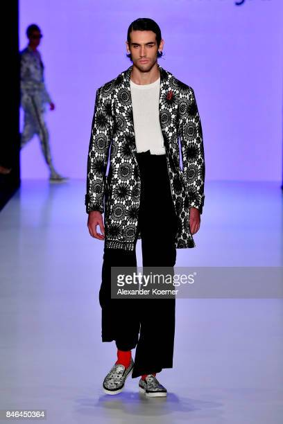A model walks the runway at the Emre Erdemoglu show during MercedesBenz Istanbul Fashion Week September 2017 at Zorlu Center on September 13 2017 in...