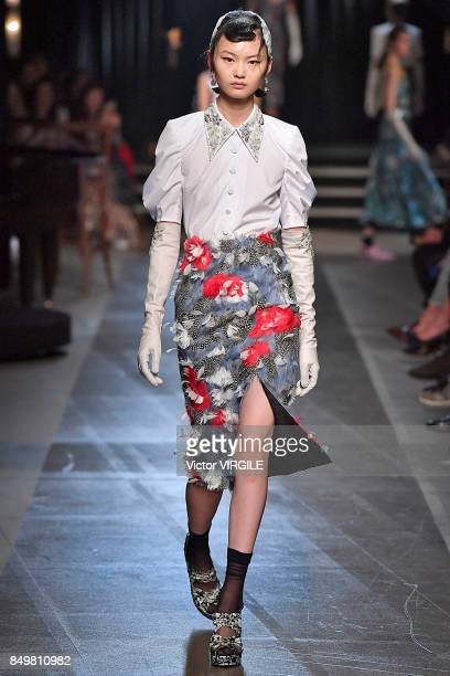 A model walks the runway at the ERDEM Ready to Wear Spring/Summer 2018 fashion show during London Fashion Week September 2017 on September 18 2017 in...