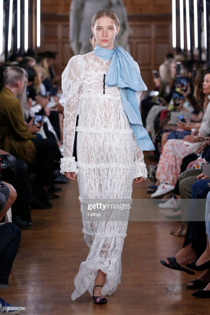 ERDEM - Runway - LFW September 2018 : News Photo