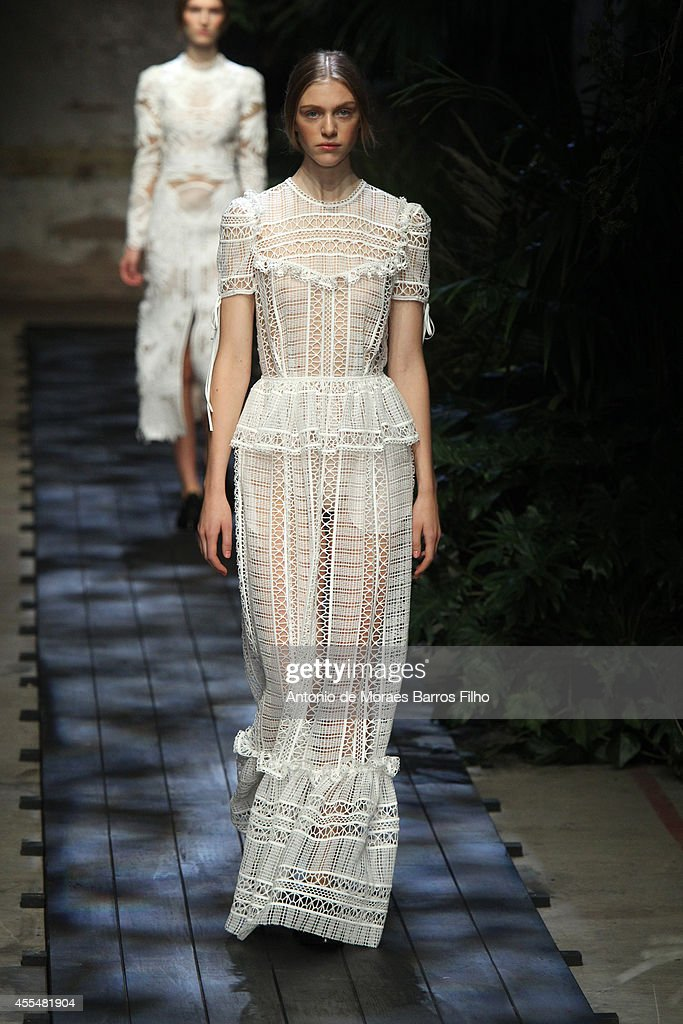 Erdem: Runway - London Fashion Week SS15 : News Photo