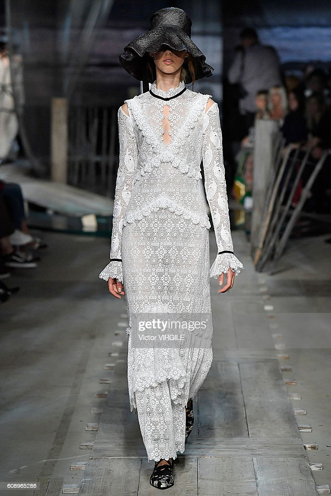 Erdem - Runway - LFW September 2016 : News Photo