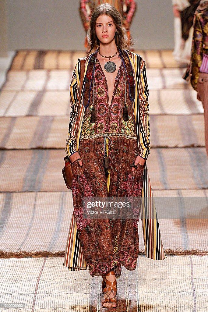 Etro - Runway - Milan Fashion Week SS17 : News Photo