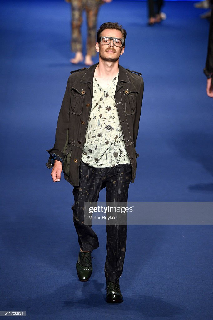 Etro - Runway - Milan Men's Fashion Week SS17 : News Photo