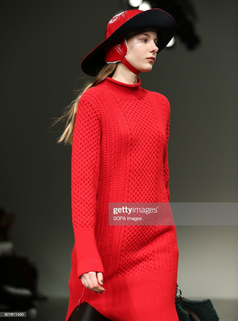 A model walks the runway at the Eudon Choi Show during... : Foto di attualità