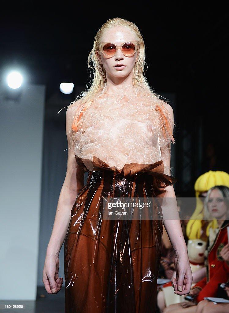 Felder Felder - Runway: London Fashion Week SS14 : Nachrichtenfoto