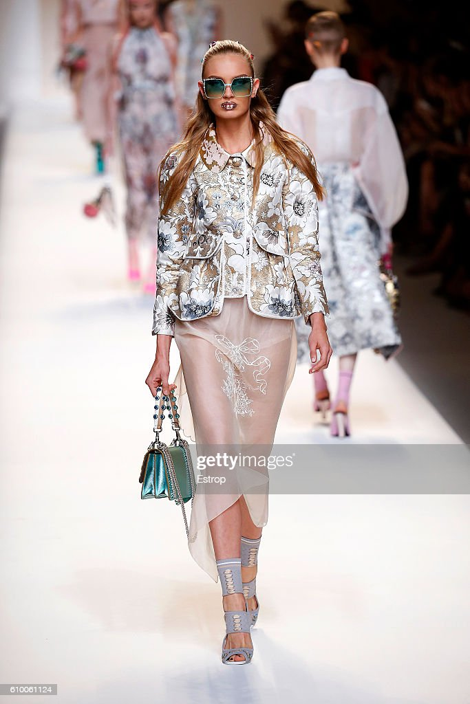 Fendi - Runway - Milan Fashion Week SS17 : Fotografía de noticias