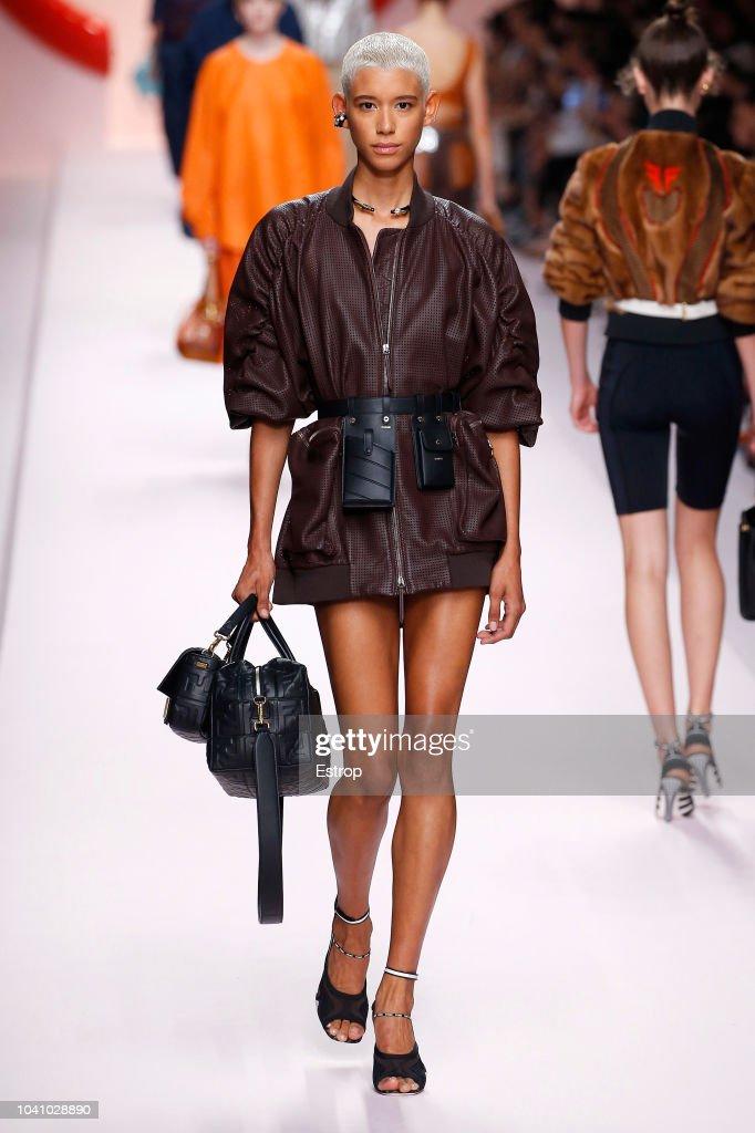 Fendi - Runway - Milan Fashion Week Spring/Summer 2019 : Nachrichtenfoto