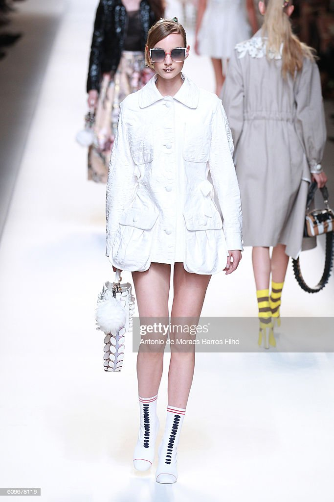 Fendi - Runway - Milan Fashion Week SS17 : News Photo
