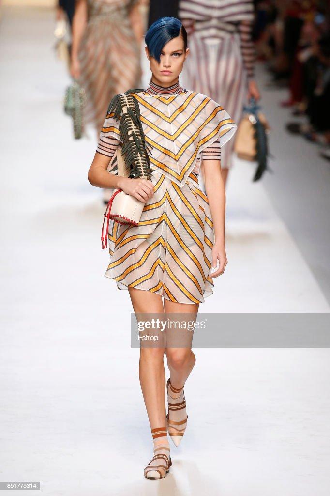 Fendi - Runway - Milan Fashion Week Spring/Summer 2018 : ニュース写真