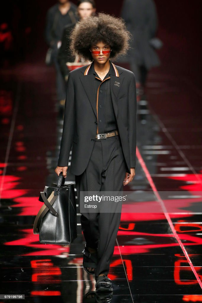Fendi - Runway - Milan Men's Fashion Week Spring/Summer 2019 : ニュース写真