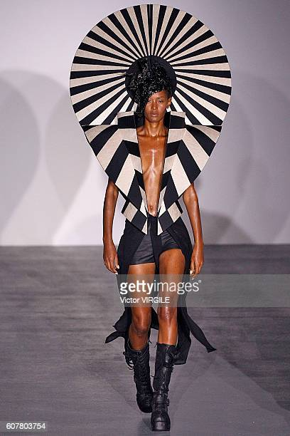 A model walks the runway at the Gareth Pugh show during London Fashion Week Spring/Summer collections 2016/2017 on September 17 2016 in London United...