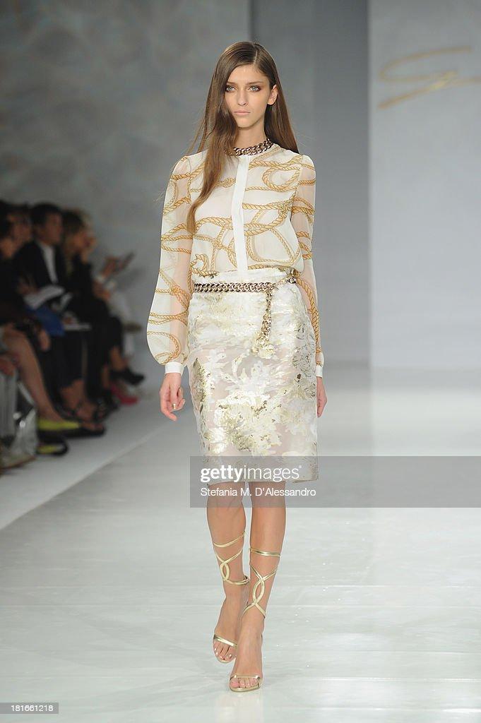 Genny - Runway - Milan Fashion Week Womenswear Spring/Summer 2014 : News Photo