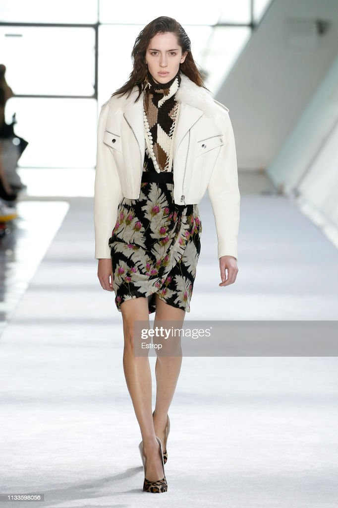 Giambattista Valli : Runway - Paris Fashion Week Womenswear Fall/Winter 2019/2020 : News Photo
