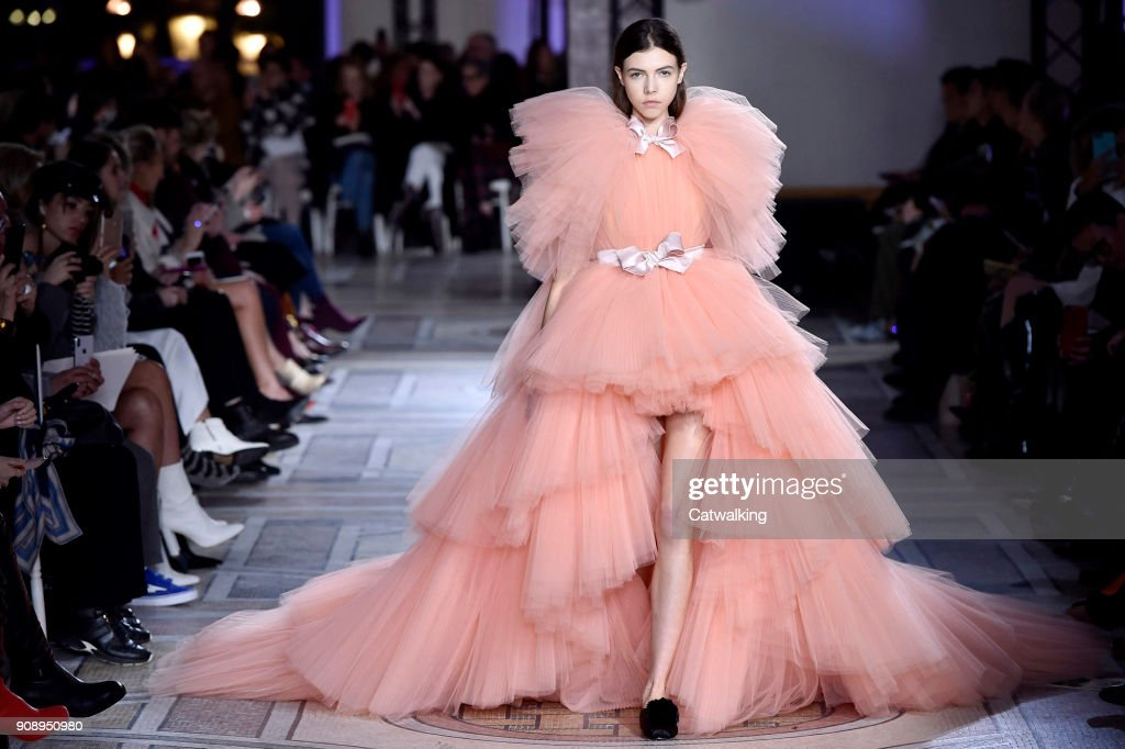 Giambattista Valli - Spring Summer 2018 Runway - Paris Haute Couture Fashion Week