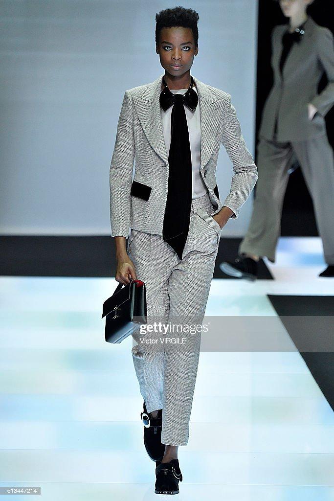 Giorgio Armani - Runway - Milan Fashion Week FW16 : News Photo