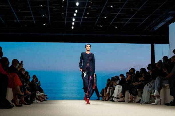 ITA: Giorgio Armani - Runway - Milan Fashion Week - Spring / Summer 2022