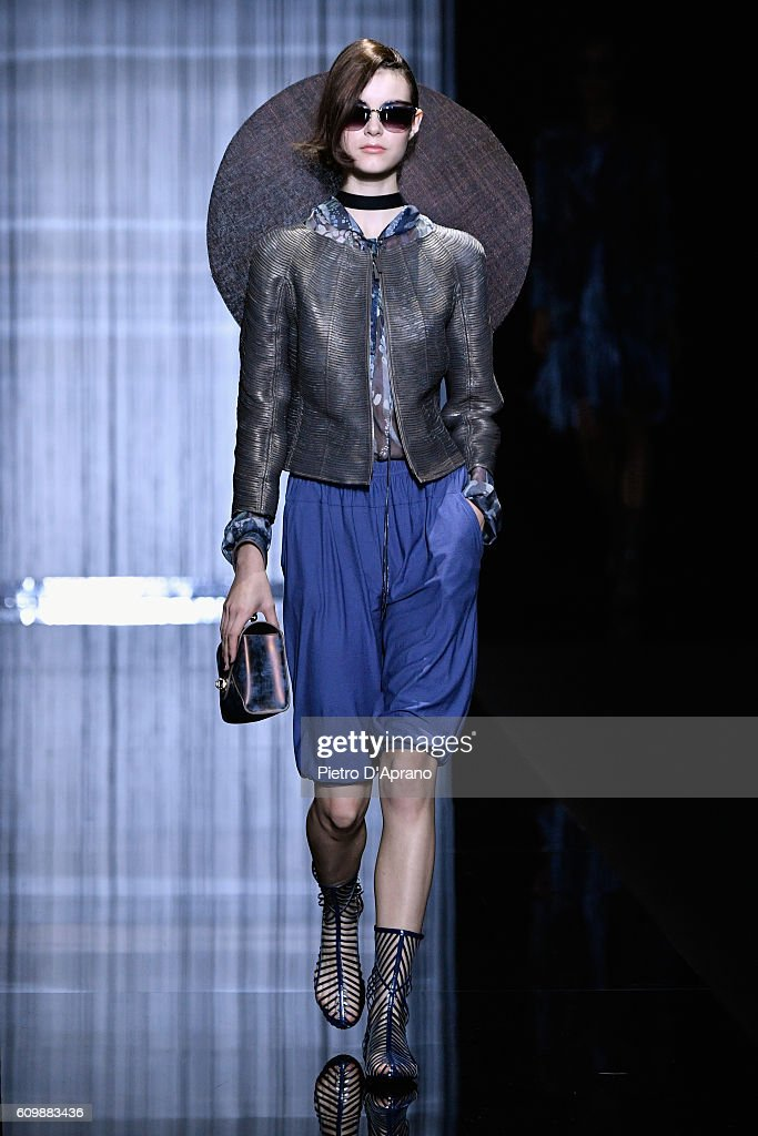 Giorgio Armani - Runway - Milan Fashion Week SS17 : Fotografía de noticias