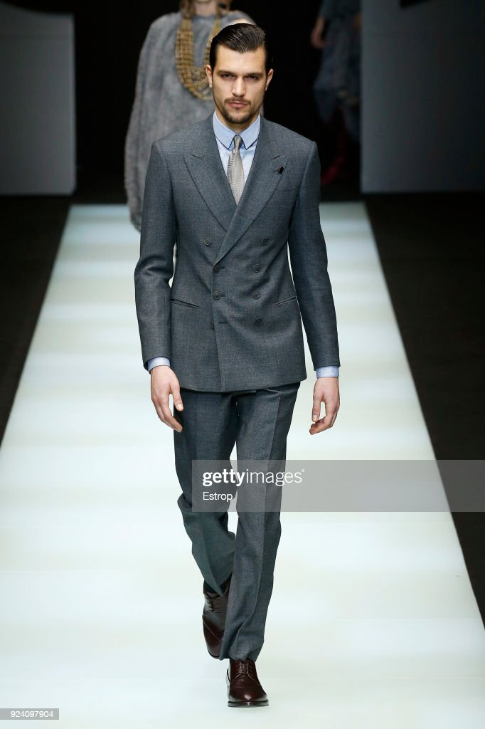 Giorgio Armani - Runway - Milan Fashion Week Fall/Winter 2018/19 : News Photo