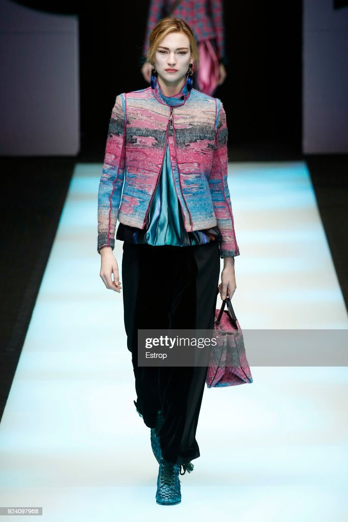 Giorgio Armani - Runway - Milan Fashion Week Fall/Winter 2018/19 : News Photo