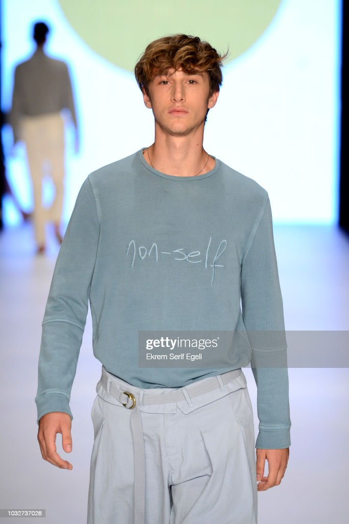 Giray Sepin - Runway - Mercedes-Benz Fashion Week Istanbul - September 2018 : News Photo