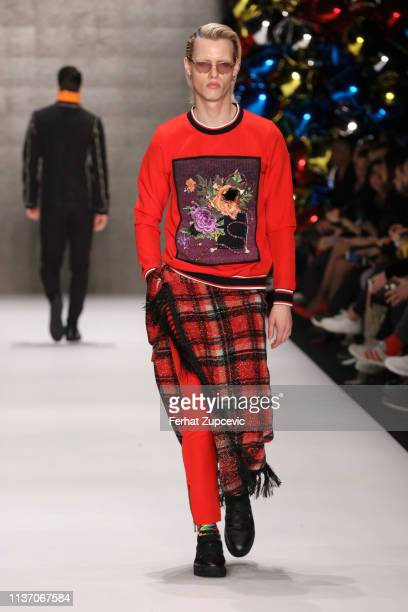 A model walks the runway at the Gokhayavas show during MercedesBenz Istanbul Fashion Week at the Zorlu Performance Hall on March 20 2019 in Istanbul...