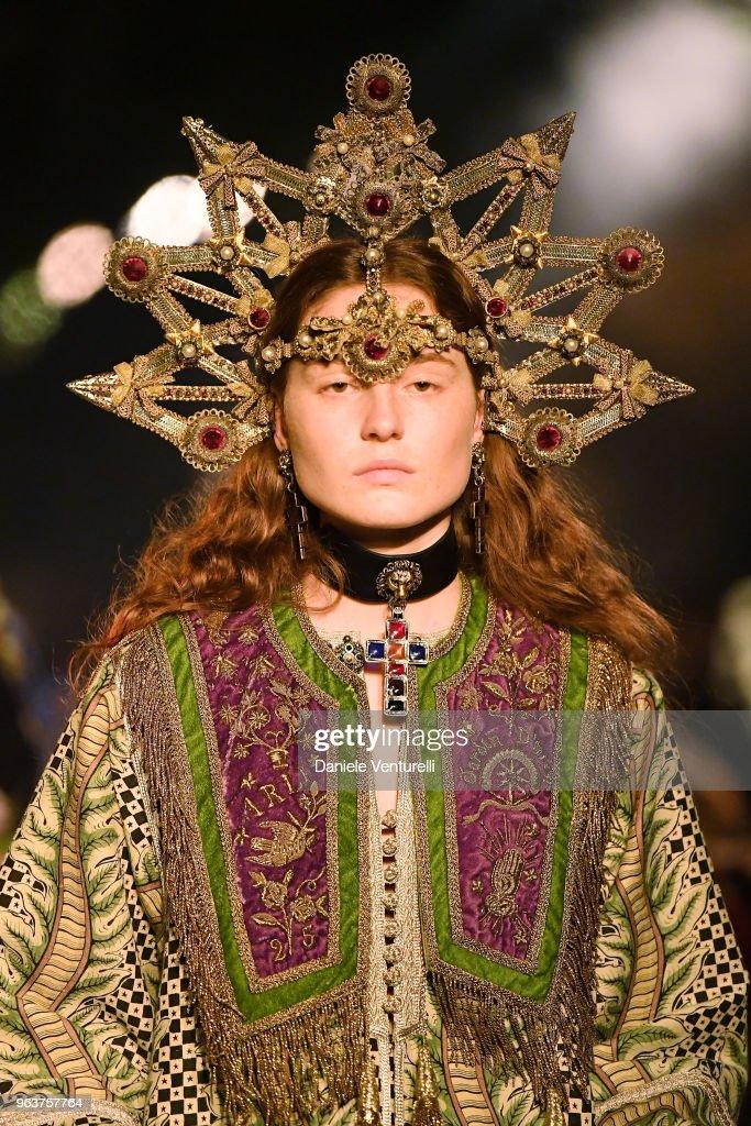 Gucci Cruise 2019 - Fashion Show : News Photo
