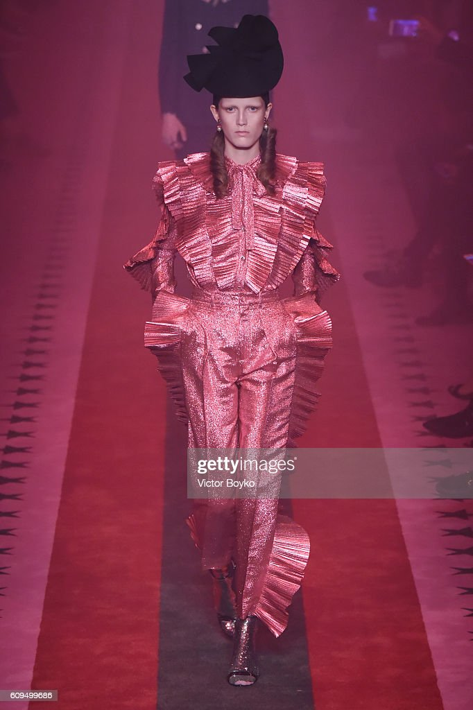 Gucci - Runway - Milan Fashion Week SS17 : News Photo