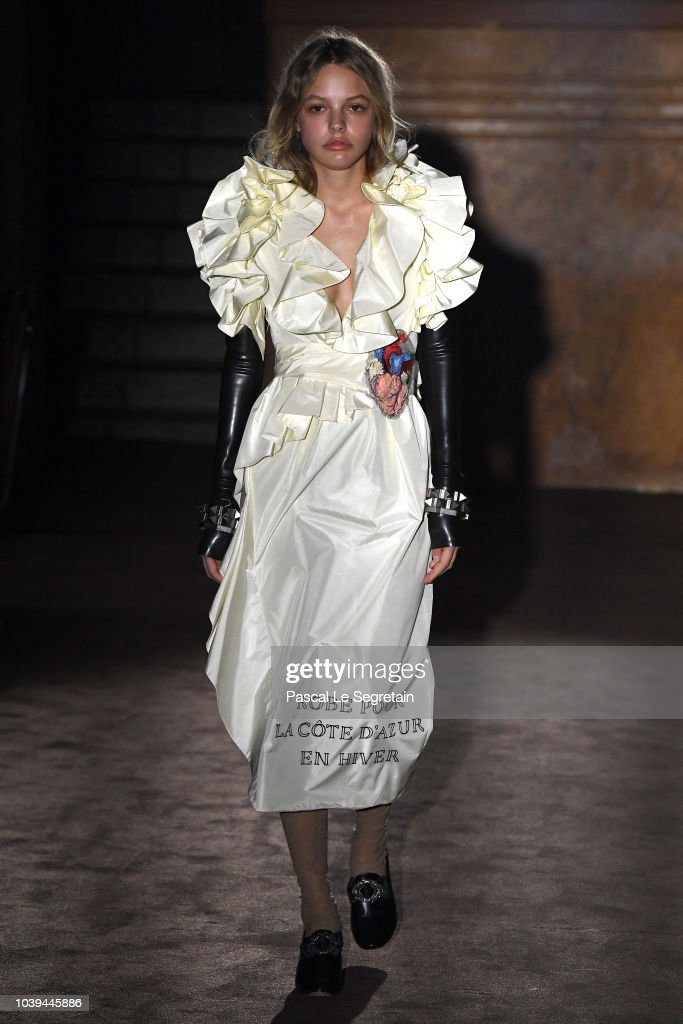 model-walks-the-runway-at-the-gucci-show-during-paris-fashion-week-picture-id1039445886
