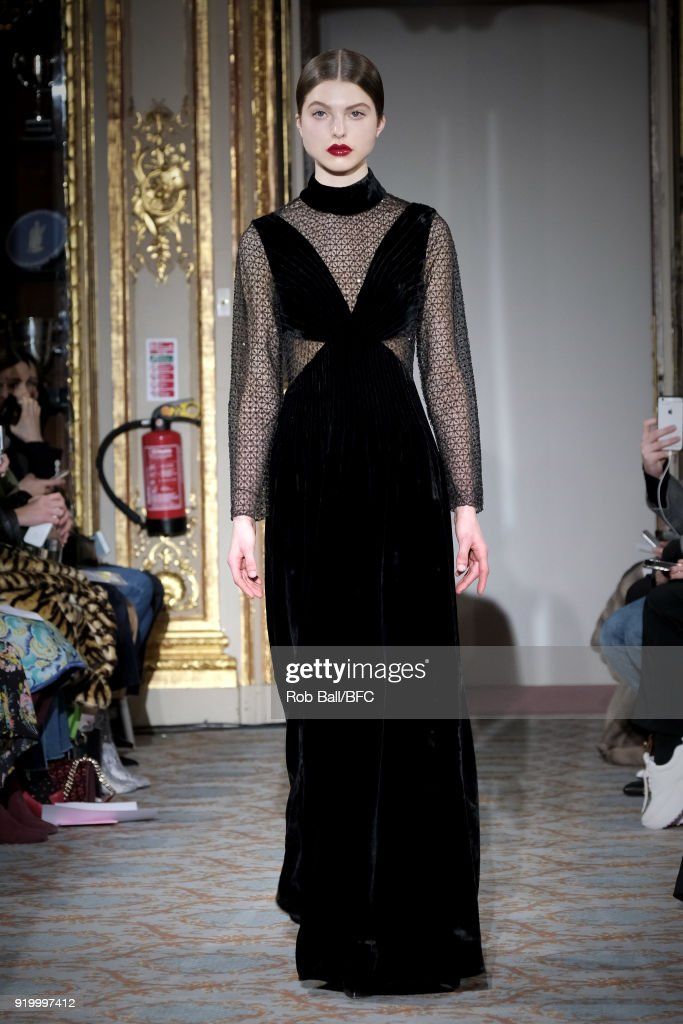 Huishan Zhang - Runway - LFW February 2018 : News Photo