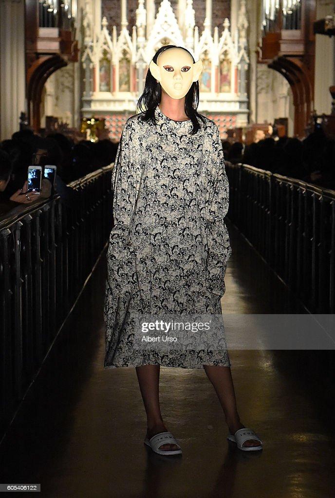 NY: Ikumi - Runway - September 2016 - New York Fashion Week