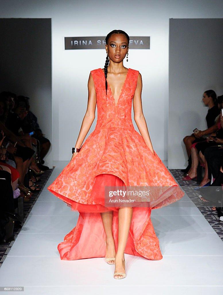 Irina Shabayeva - Runway - September 2016 - New York Fashion Week : News Photo