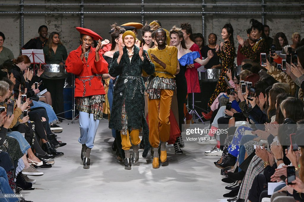 Isa Arfen - Runway - LFW February 2018 : News Photo