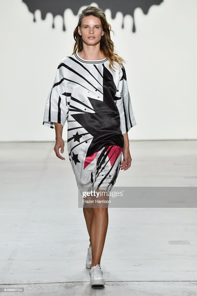 Jia Liu - Runway - September 2017 - New York Fashion Week: The Shows : News Photo