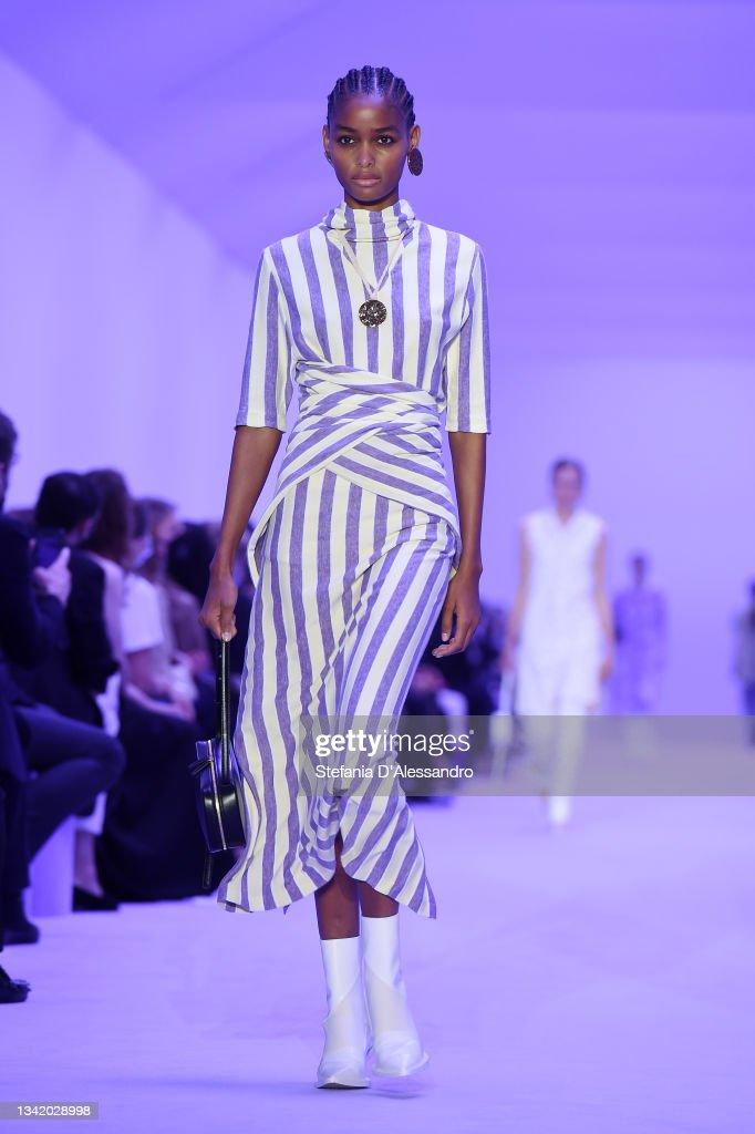 Jil Sander - Runway - Milan Fashion Week - Spring / Summer 2022 : Photo d'actualité
