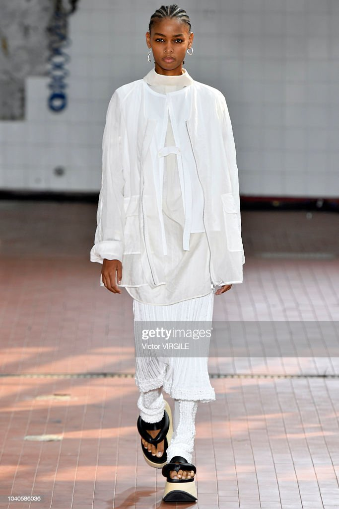 model-walks-the-runway-at-the-jil-sander-ready-to-wear-fashion-show-picture-id1040586036