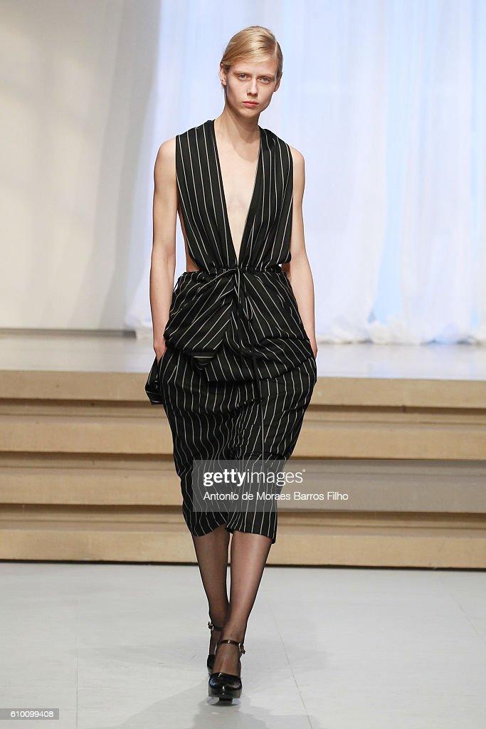Jil Sander - Runway - Milan Fashion Week SS17 : News Photo